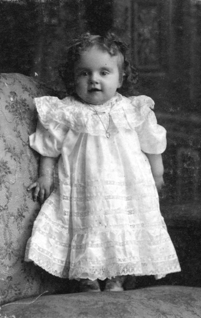 1909 CVA 1413-4 - Velma Beryl Kipp, wadds bros photo