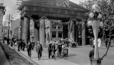 1912 Arch N6.02 - [Lumbermans Arch at Pender and Hamilton for the visit by the Duke of]-2