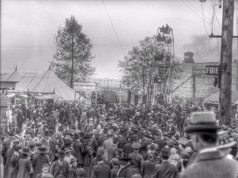 ca1918 CVA 260-1049 - [Crowds at a wartime carnival at the Cambie Street Grounds] Jms Crookall.jpg