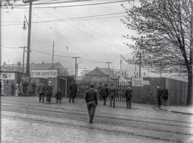 ca1918 CVA 260-1059 - [Entrance to the carnival on the Cambie Street Grounds] J Crookall