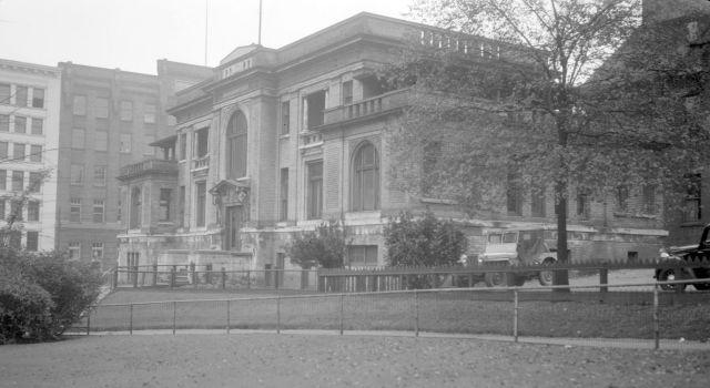 CVA 447-59: Rotary (TB) Clinic at 100 West Pender Street. Walter E Frost photo.