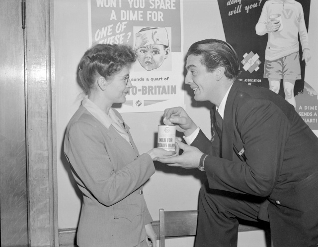 CVA 1184-3414 - Victor Mature posing with a woman for the Milk-for-Britain Drive. Jack Lindsay photo, 1940.