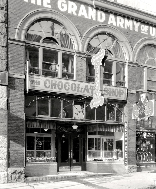 CVA 99-3476 - The Chocolate Shop Cafe [Exterior, 160 West Hastings Street], 192-?  S Thomson photo.
