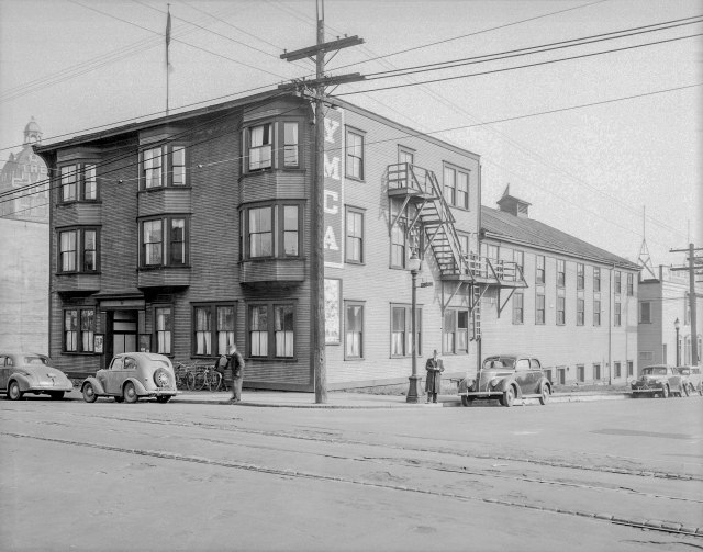 CVA Bu N151 - [YMCA building, northeast corner of Cambie and Dunsmuir Streets], 1941, W. J. Moore photo.