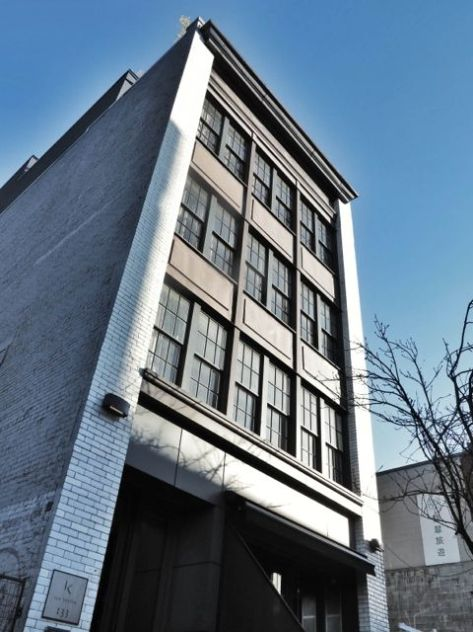 131 Keefer Street. Today, a condominium apt block (formerly an industrial warehouse of Vancouver Gas Company). 2015. Author's photo.