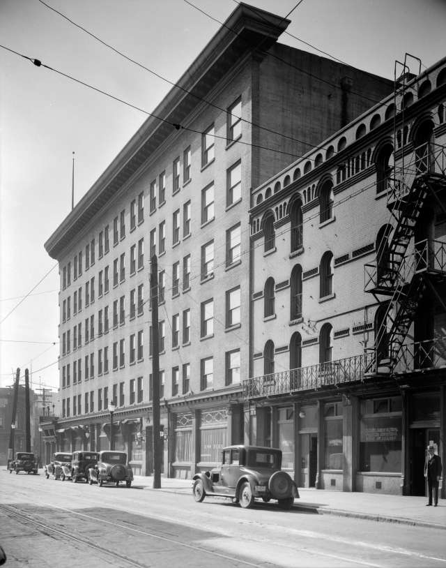 CVA 99-3893 - Hotel Europe [at 43 Powell Street]. 1931. Stuart Thomson photo. (Taken a little ways up Powell Street and looking back at the hotel).