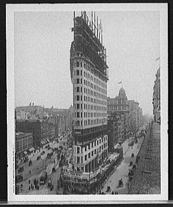 Flatiron Building New York NY. 1902. Form: Vintagemedia.wordpress.com