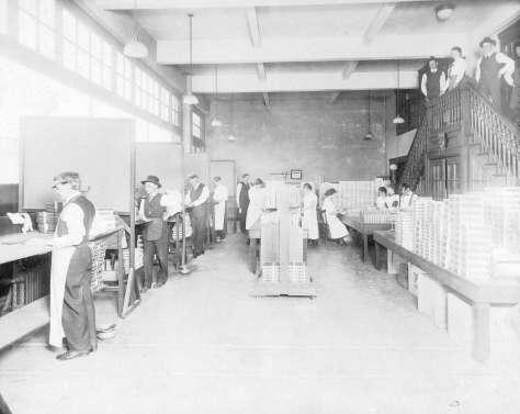 CVA 1376-337 - [Interior of the Stettler Cigar Factory at 418 West Georgia Street] 1917 or 1918.