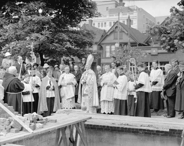 CVA 99-2823 - Archbishop Duke, laying of cornerstone of new rectory [ceremony] 1934 Stuart Thomson photo
