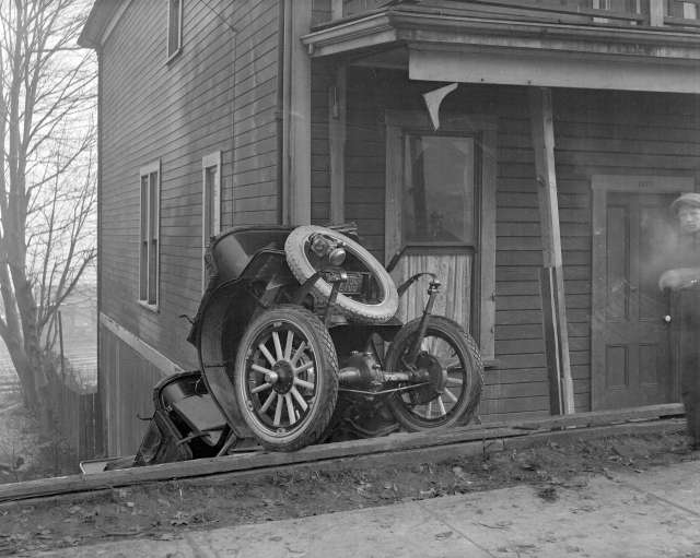 CVA 99 - 3287 - Auto Wreck at [the] 1300 Block, W[est] Pender St[reet] 1920 Stuart Thomson photo
