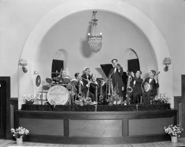 CVA 99-3500 - Ambassador Orchestra - Bluebirds 'using Buescher Instruments' on a drum - 1924 Stuart Thomson photo