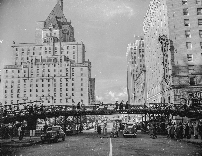 CVA 586-3200 - Hotel Vancouver 1944 Don Coltman photo.