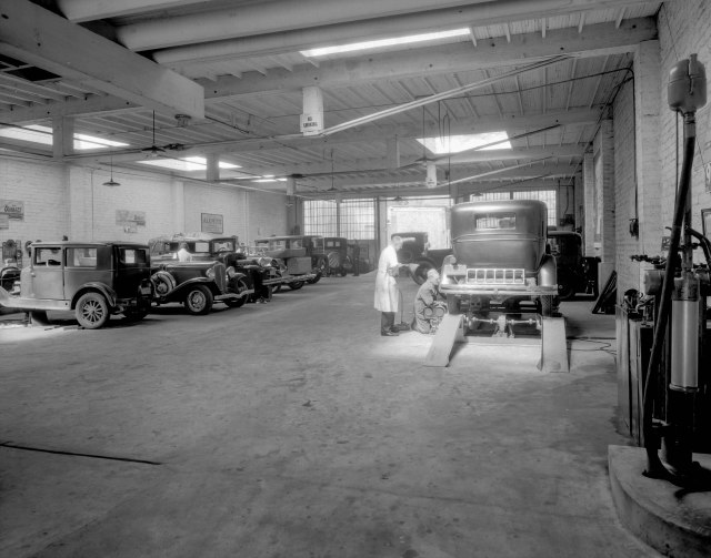 CVA 99-4336 - F. Cheeseman's Garage [at 1147] Howe Street 1933 Stuart Thomson photo.