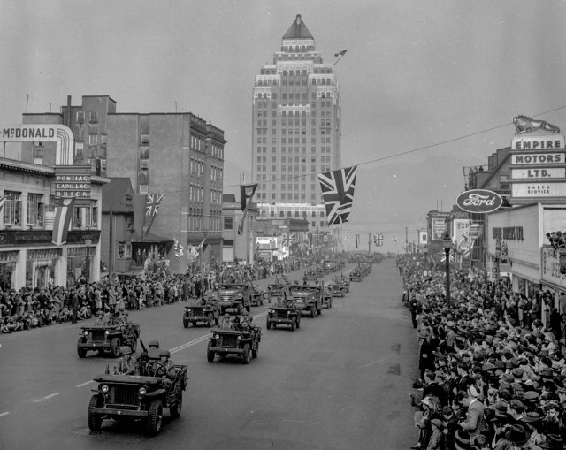 CVA 586-2115 - Victory Loan parade [on Burrard Street] 1942 Don Coltman photo.
