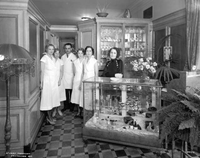 CVA 99-4307 - Georgian Beauty Salon at 3870 East Hastings. 1933. Stuart Thomson photo.