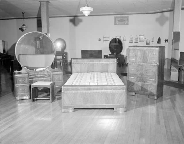 CVA 1184-1986 - [Furniture display at Hammond Furniture] 1940-48 Jack Lindsay photo.