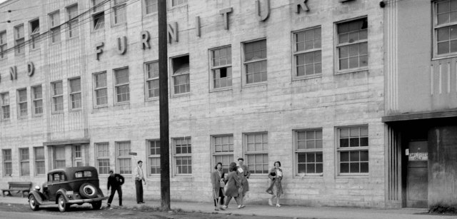 CVA 1184-1992 - [Workers outside the Hammond Furniture warehouse] 1940-48 Jack Lindsay