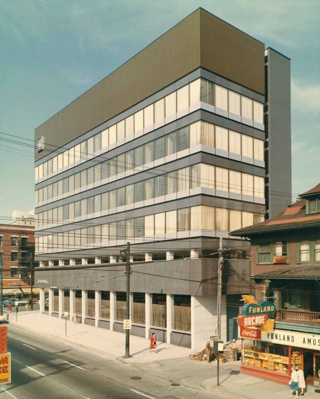Item LF.01639 - Exterior final, Royal Bank of Canada, Granville & Robson Branch 1963 Otto F Landauer photo. Jewish Museum & Archives of BC.