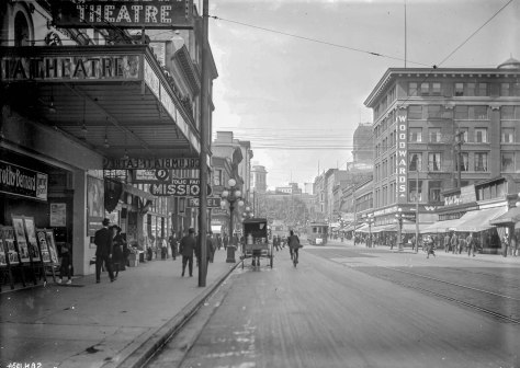 CVA - SGN 1534 - [View of Hastings Street, looking west from Carrall Street] 1915? C Bradbury photo.