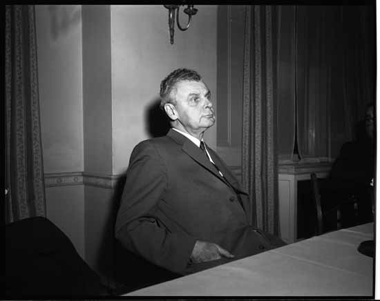 vpl 60206 Prime Minister John Diefenbaker at a conference table 1958 Eric W. Cable photo for Province Newspaper.