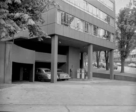 VPL 82310C Hycroft Towers with Gas Pumps at Entrance! 1950, Artray photo.