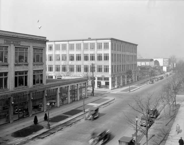 CVA 99-3748 - Georgia Street West %22Automobile Row%22  1929 Stuart Thomson photo