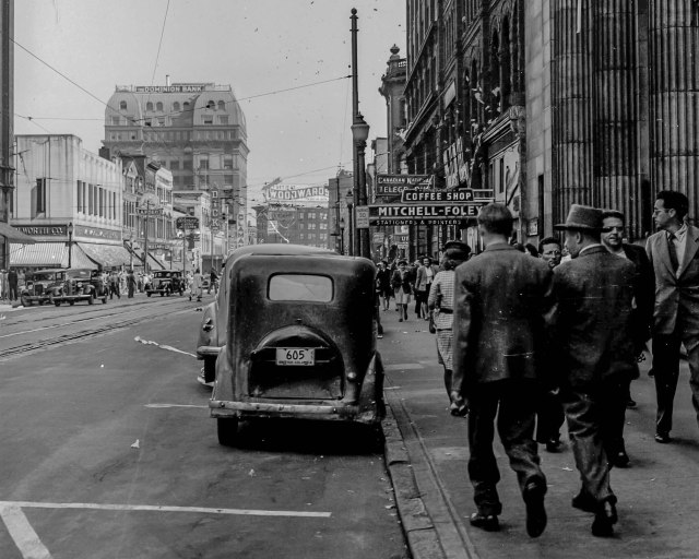 Crop of CVA 1184-3444 - [View of Hastings Street] 1945 Jack Lindsay photo