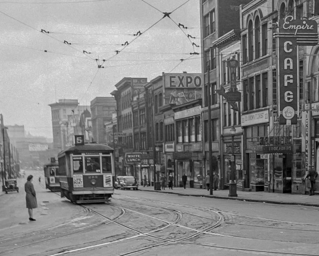 Crop of CVA 586-2573 South Side of 100 block of West Hastings (Made from the Cambie Street) 1944 Don Coltman photo