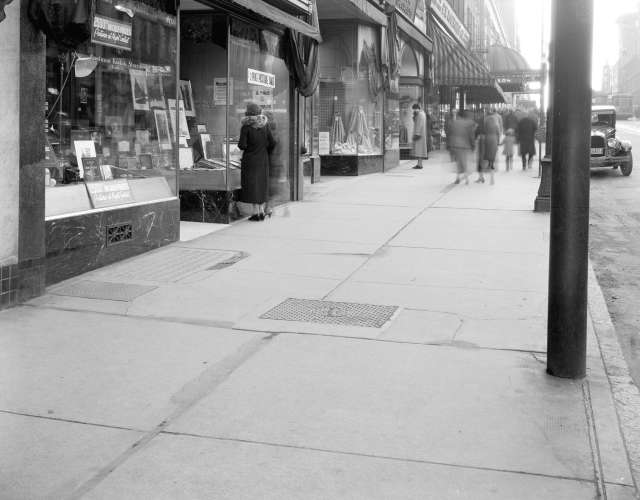 CVA 99-4856 - Sidewalk in front of [Eastman Kodak] store [at 610 Granville Street] 1936 Stuart Thomson photo for Travellers Insurance co.