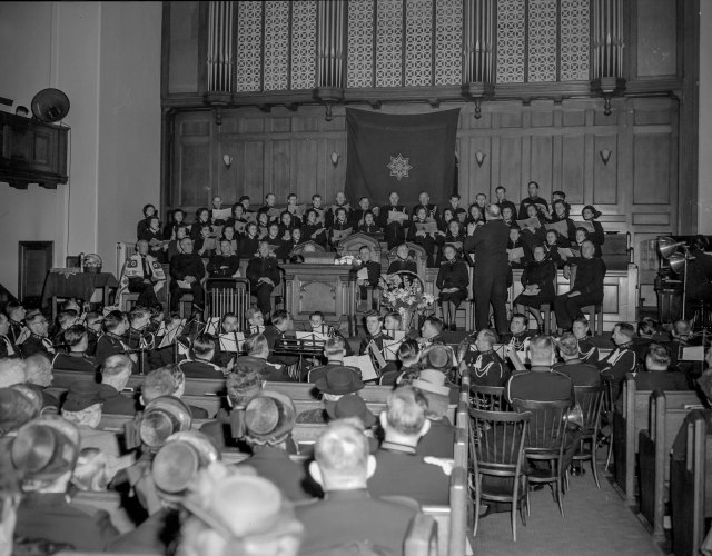 CVA 1184-2672 - [Choir singing at a Salvation Army Service] 1940-48 Jack Lindsay photo (Sic - FBC Van location)
