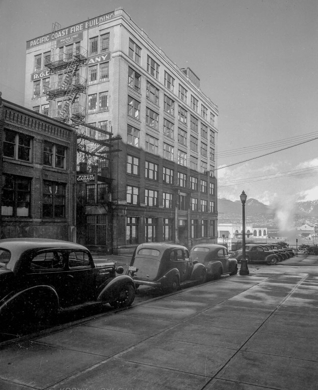 CVA 586-4174 - [Exterior of] Pacific Coast Fire Building [at 325] Howe Street 1946 Don Coltman photo