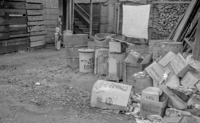 CVA 1184-639 - [Garbage and garbage containers at the slums in the 300 block East Cordova] 1943 Jack Lindsay photo-2