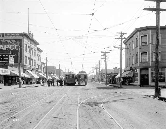 LGN 487 - [People entering streetcar on Main Street at 25th Avenue] 1912 ? W J Moore photo