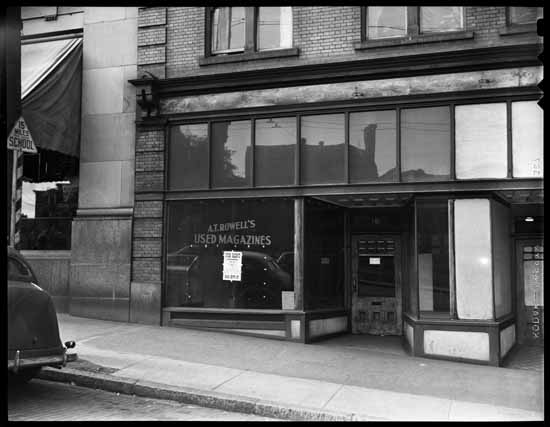 vpl 80604A A T Rowell's Used Mags store now vacant 181 W Pender 1948  Art Jones photo