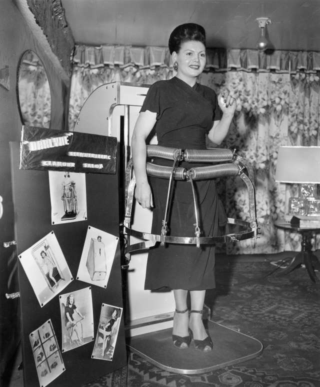 CVA 180-1636 - Darlyne Slenderizing Glamour Salon device demonstration 1950 Artray Studio