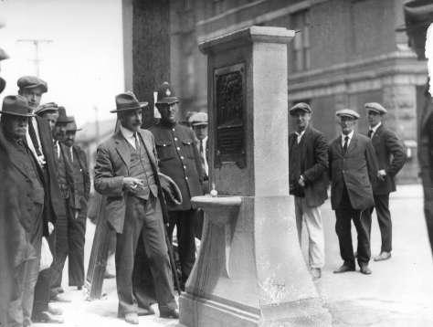 Mon P77.2 - [Charles Marega unveils Maple Tree Memorial]  1925 Stuart Thomson photo
