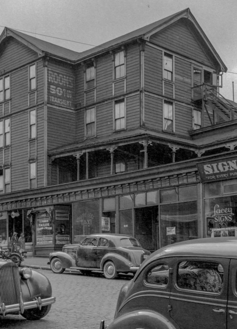 CVA 1184-699 - [Oldest boarding house in Vancouver, corner of Homer and Pender Streets] 1943 Jack Lindsay photo