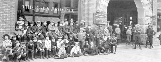 cva-1376-509-the-daily-province-delivery-boys-in-front-of-the-building-at-420-cambie-street-ca1925