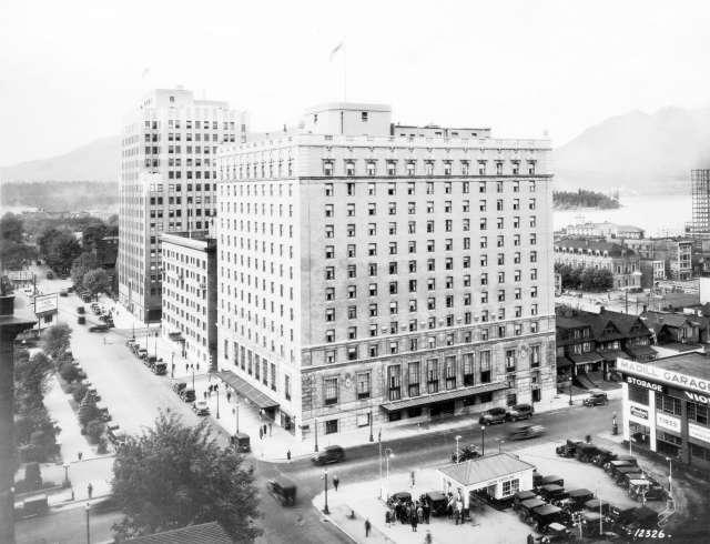 hot-p2-exterior-of-hotel-georgia-corner-of-howe-and-georgia-streets-c1930-leonard-frank