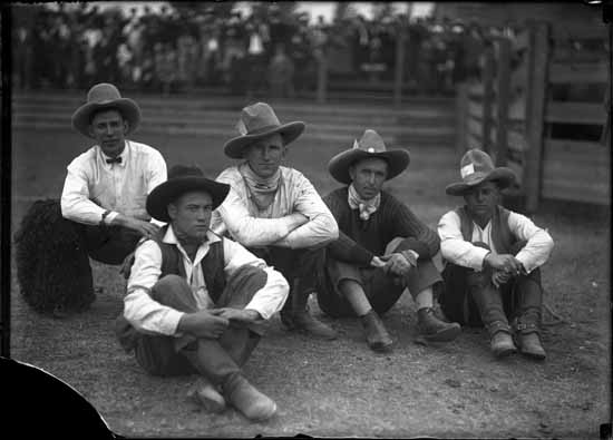 vpl-18159-cowboys-at-rodeo-192-stuart-thomson-photo