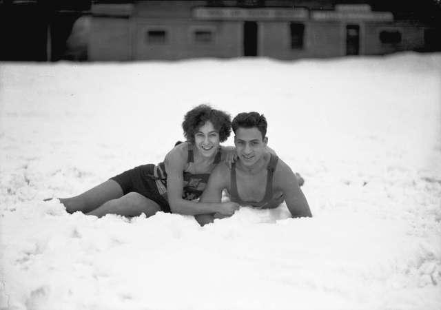cva-99-1783-miss-e-robinson-and-pete-pantages-royal-lifesaving-society-members-pose-at-snowy-beach-15-dec-1927-stuart-thomson