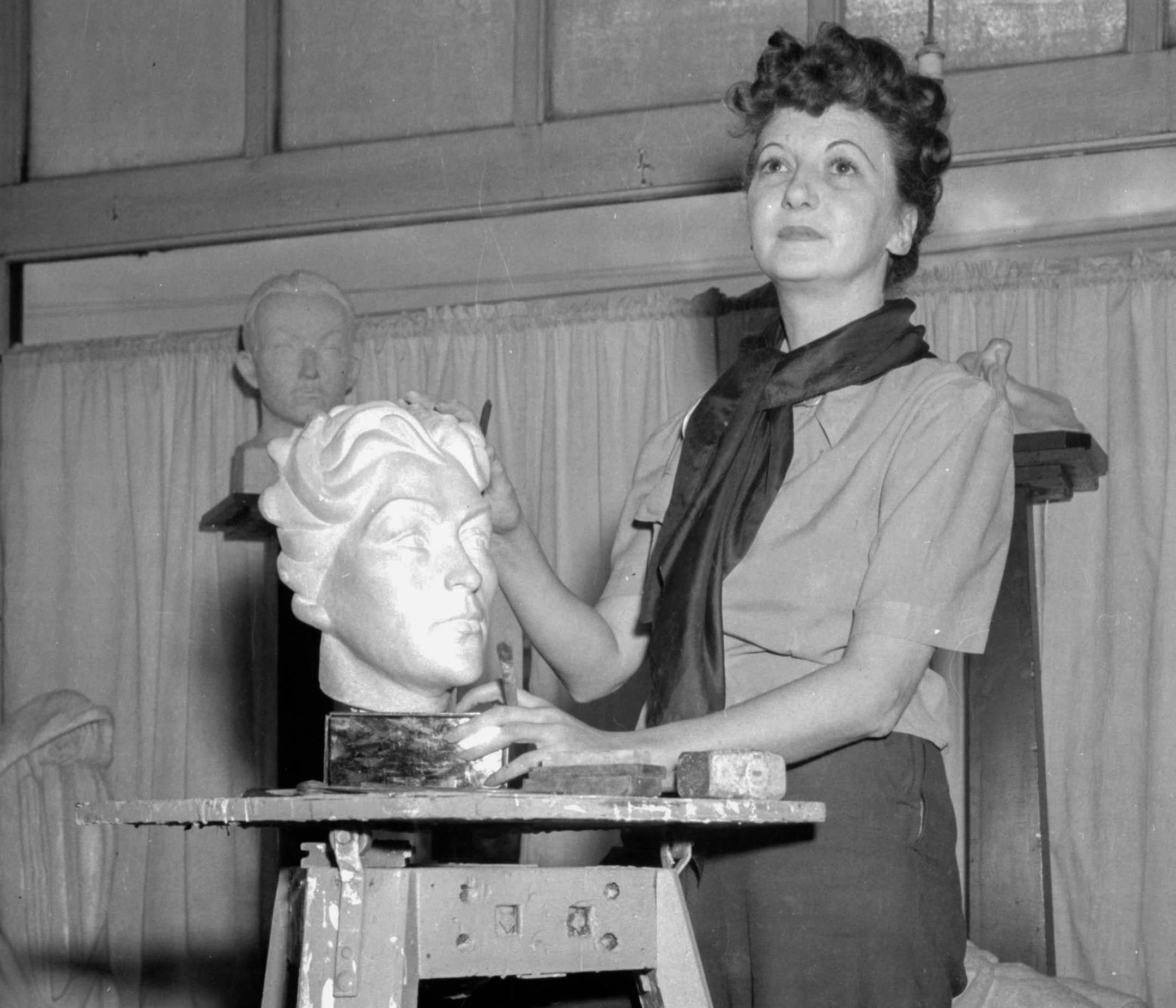 CVA 1184-1129 - [Sculptor at work] 1940-48 Jack Lindsay