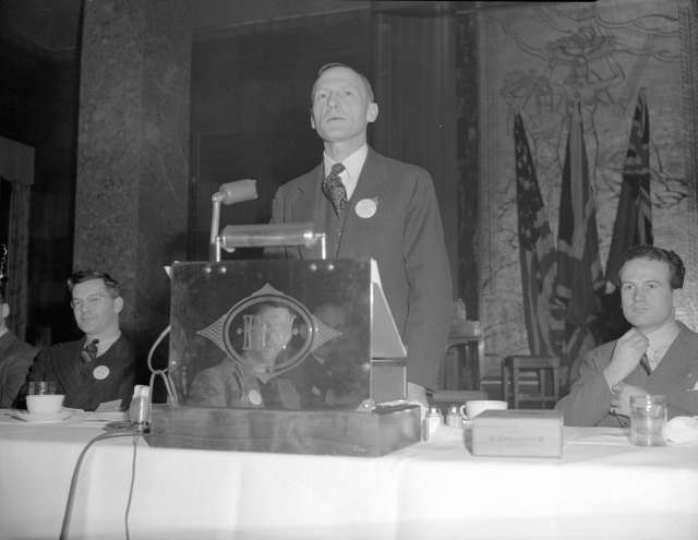 CVA 586-776 - Bill Morrall, Chair, Advertising and Sales Bureau, Vancouver Board of Trade 1941-43 Don Coltman