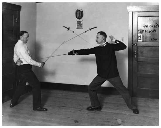 vpl 8916 Sir John Martin-Harvey and Prince Volkonsky fencing at the Fencing Academy 1926 Stuart Thomson