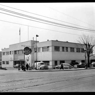 VPL 81572. VANCOUVER's former Greyhound Depot. Note: It faced onto Dunsmuir near the Cambie Street corner (not, as I'd thought, on the corner of Beatty and Dunsmuir). 1951. Artray photo.