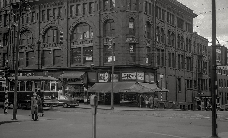 CVA 447-322 - Empire Building [601 West Hastings Street] 1951 W E Frost