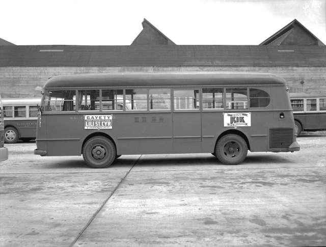 CVA 586-4371 - Canadian Street Car Advertising bus shots 1946 Don Coltman