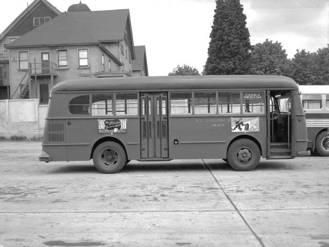 CVA 586-4372 - Canadian Street Car Advertising bus shots 1946 Don Coltman