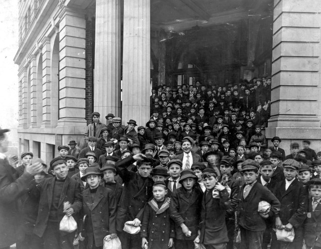 CVA 1477-169 - [Large group of boys with lunch bags standing in front of building] 19--3