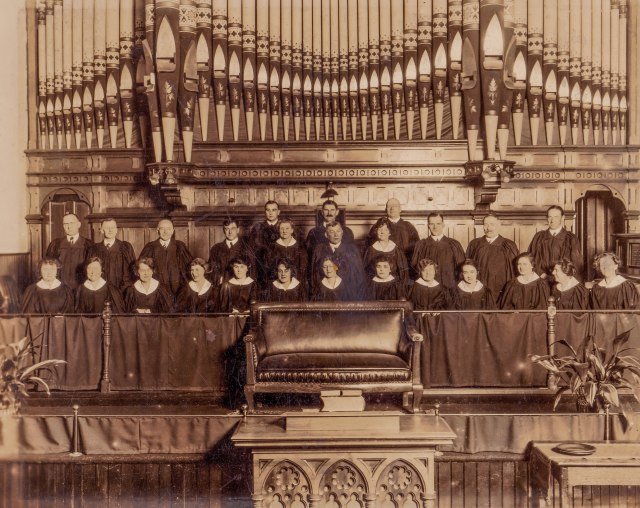 Pipe Organ in the former St. Andrew's Presbyterian (New West) and, today, Emmanuel Pentecostal Church, ca1920.Russell Photo Studio